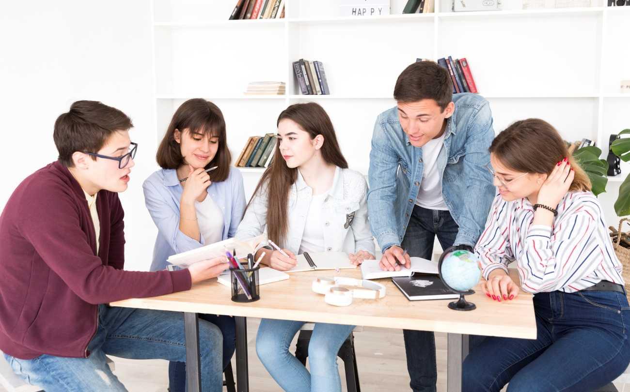 Mit gondolnak a mai fiatalok? (felmérési eredmények)