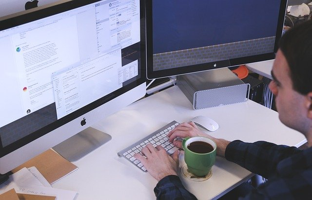 Lehetősége van a munkáltatónak a nyilvántartások elektronikus vezetésére?