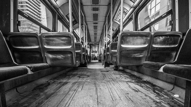 """A közösségi közlekedés """"akadálytelisége"""" mint munkavállalást (is) korlátozó tényező"""