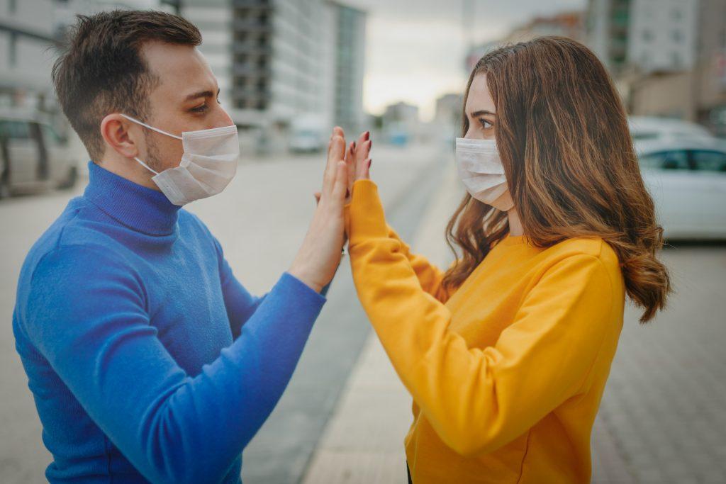 Karanténban vagy irodában - Hogyan alkalmazkodjunk a koronavírus-járvány hullámaihoz?