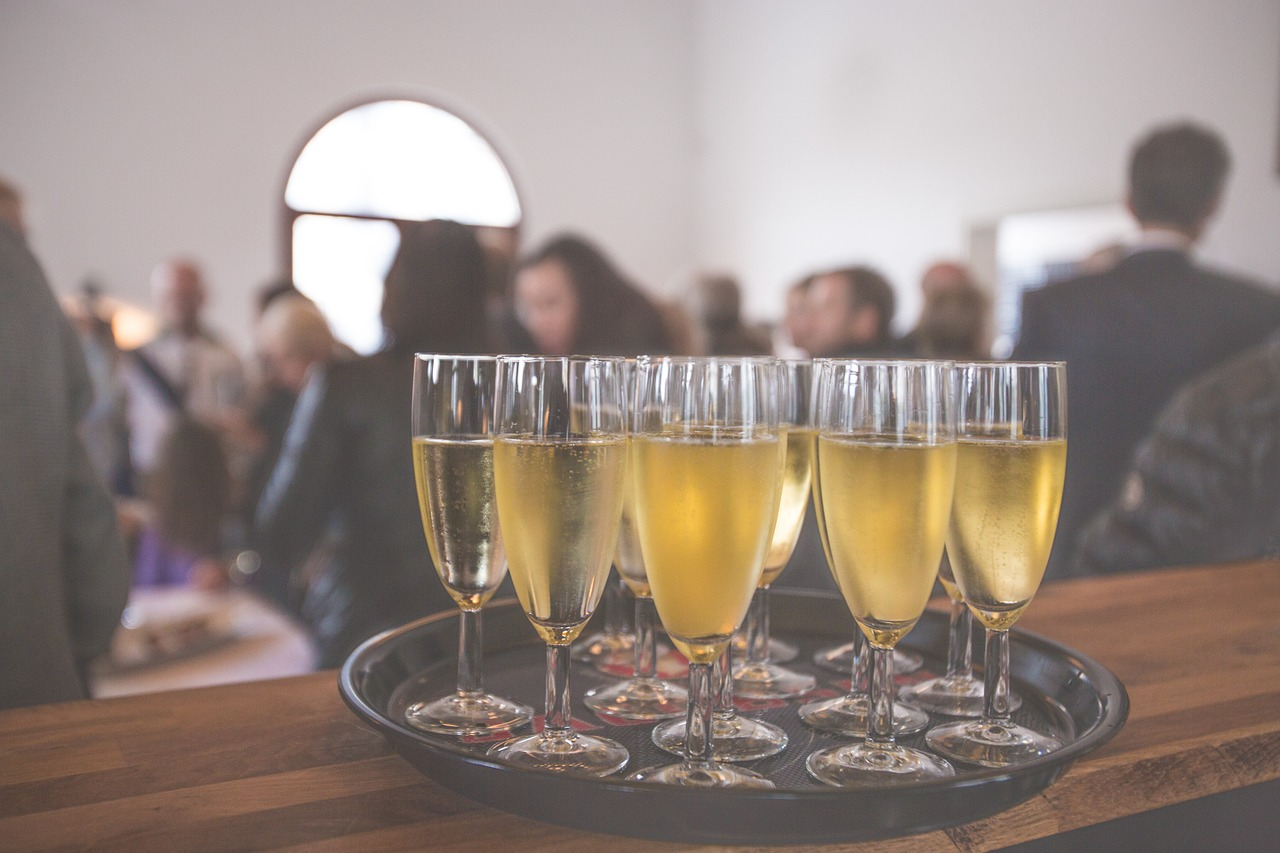 A céges partin sem árt csínján bánni az alkohollal - mire figyelj oda, hogy ne legyen rossz vége?
