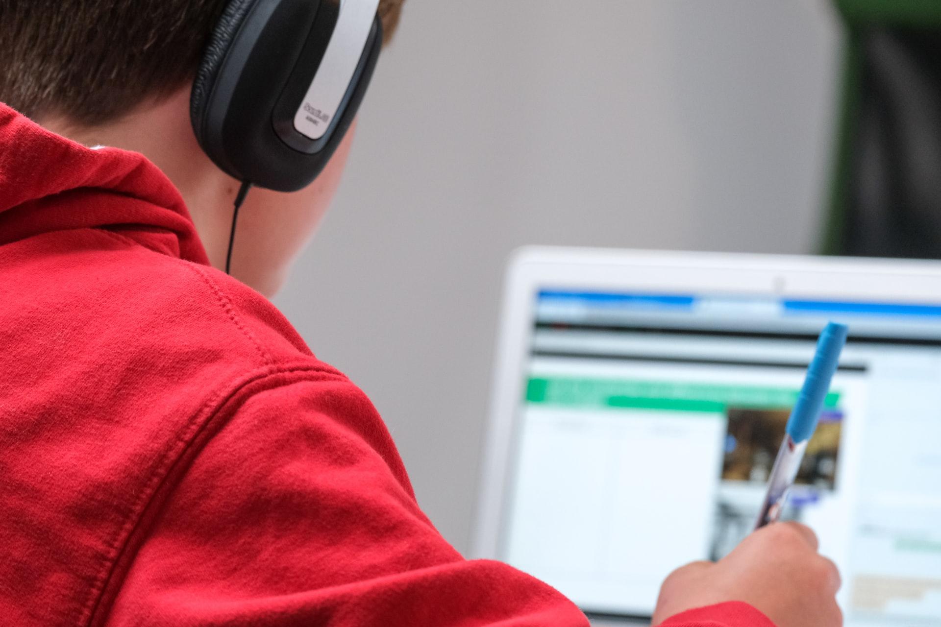Fogyatékkal élő gyerekek tanulásának támogatása az online oktatásban