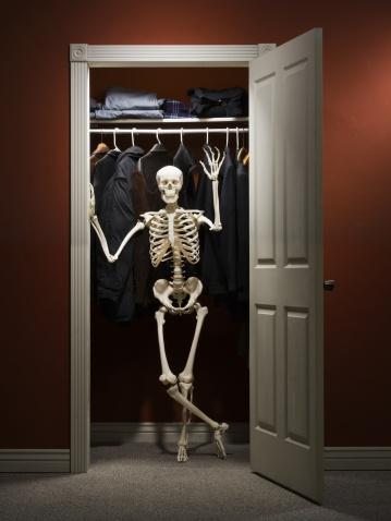 Hogyan kezeld a szekrényből kidőlő csontvázakat?