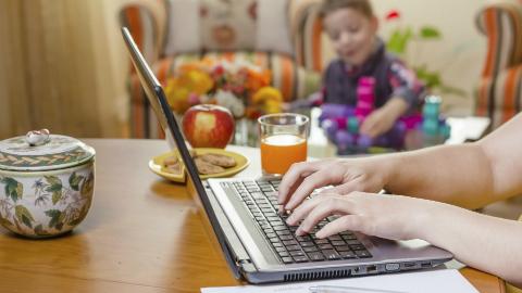 Anyukák állásinterjún: Mi lesz, ha beteg lesz a gyerek?